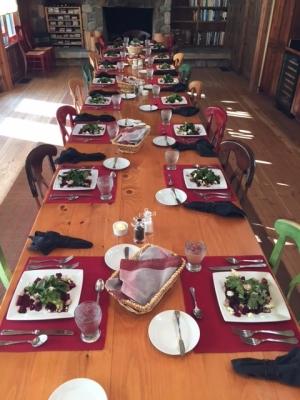 Table-settin-at-the-lodge[1]